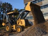 John Deere представил восемь новых экскаваторов-погрузчиков и два тракторных погрузчика