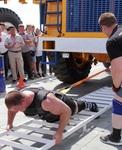 Карьерный самосвал спасовал перед стронгменом