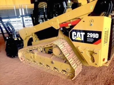 Новейший погрузчик Cat на стальных гусеницах