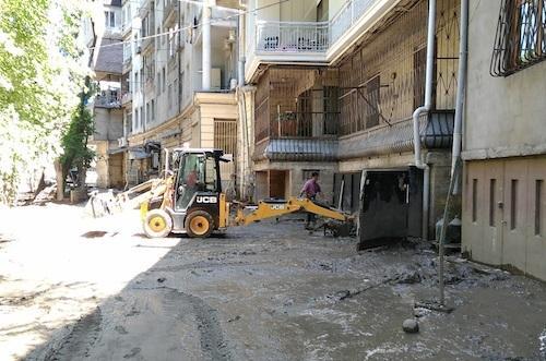 JCB помогает затопленному Тбилиси